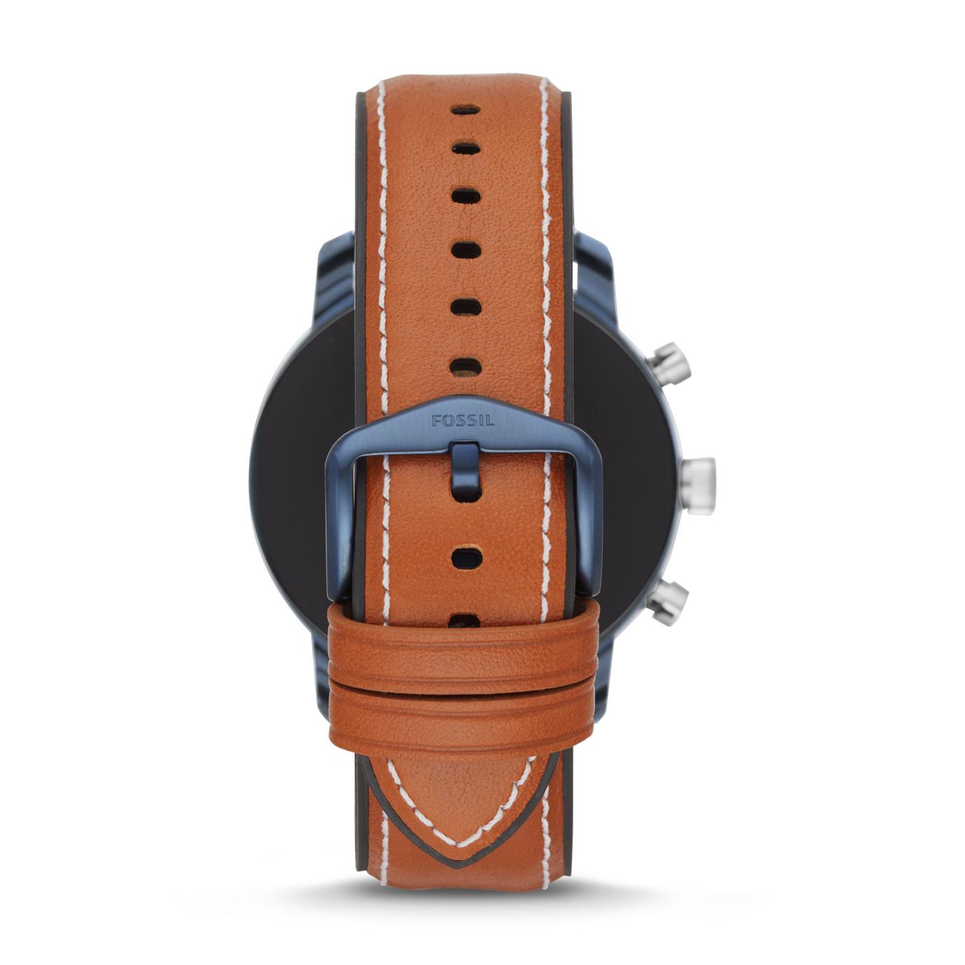 第 4 代智慧型腕錶── Explorist HR 棕褐色真皮系列